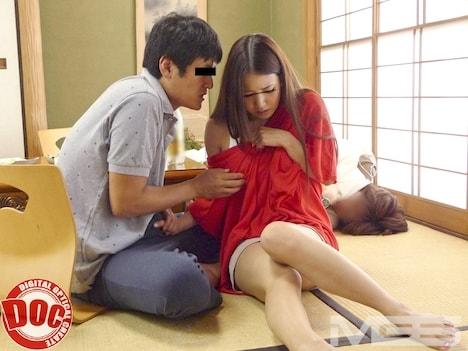 知人のチ○コでヨガる僕の妻 -寝取られ願望のある僕は知人に「妻を抱いてくれ」と頼んでみた- 友田彩也香