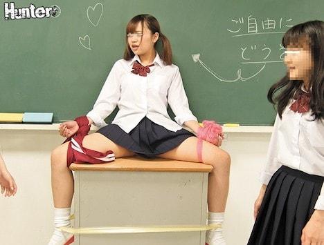 S級美人女子ばっかりのクラスに男子はボク1人のハーレム状態!さらにちょっとヤンチャな女子たちが仕掛けるスカートめくりやジャージおろしがクラスで流行っていて、何もしなくても毎日のようにパンチラが拝めるんです!パンチラだけじゃありません!たまに可愛いおしりも… 柳川まこ