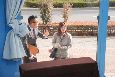 【SODマジックミラー号】かな おっぱいもみもみインタビュー 感じているのを我慢している表情にご注目! 2