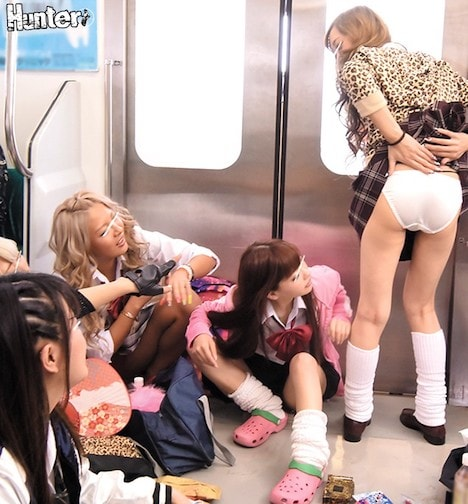 ヤンキー女子校生がパンチラ全開で電車を占拠! 出張でド田舎の電車に乗ったら、地元のヤンキー女子校生に車両を占拠されていた!座り込んで飲んだり食べたり化粧したりでやりたい放題の彼女たち!しかも、見慣れないボクを「都会の男だ!」と集まり悪ふざけで服を脱がさ… 長谷川夏樹