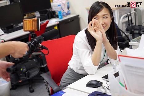 【新作】SOD女子社員 総務部入社1年目 奥原莉乃 笑顔と腕まくりがトレードマーク!どの職場にもいそうな「身近カワイイ」新卒娘、社内で恥じらい本格AV出演!! 2