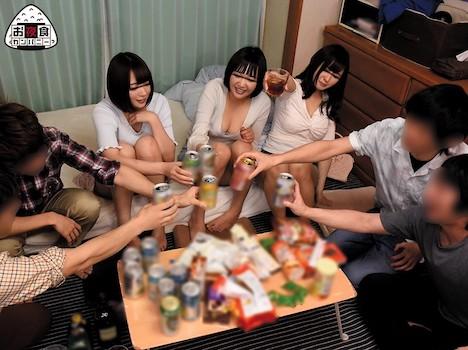 サークル飲み会で何も知らない新入生たちと乱交しちゃった映像を勝手にAV化!酔わせてエッチな飲み会ゲームで盛り上がって最後は乱交!いっぱい中出しさせてもらいました!!