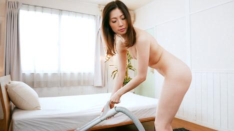 【パコパコママ】全裸で掃除機をかける女の肉欲情事 ~美熟女画報~ 新城由衣