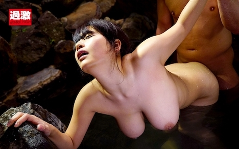 混浴温泉で乳首をしつこく刺激する乳吸い責めに欲情した女は湯しぶきを立てないスローピストンの快感で中出しを拒めない 2 優梨まいな