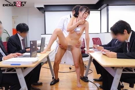 SOD女子社員10名が業務中に全裸健康診断 膣の奥までチ〇ポでチェックするAV会社ならではの赤面羞恥検診 富田優衣