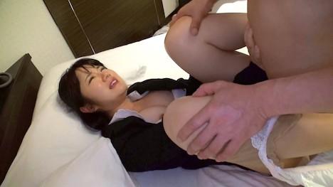 【ハメ撮り大作戦】つばき(22) 上司の言うことは絶対でセクハラされても泣き寝入り。そんなストレスを解消してあげようと、専門家の巨チンをズボリ! 5