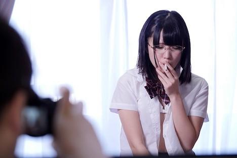 向かい部屋に住む優等生J○がまさかの喫煙!こっそり覗いていたら「何でもしますから誰にも言わないで」とやってきたので媚薬入りタバコでキメパコ 日泉舞香