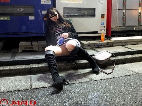 泥酔オンナ狩り!! vol 01 深夜の街で、飲み潰れて前後不覚になっている女子をハント! 一宮みかり