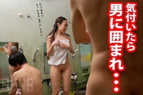 温泉に来た巨乳女子を強制混浴!逃げられない水面下で身体をまさぐられ続け人前で感じてしまうムッツリ女子を××× 伊吹彩