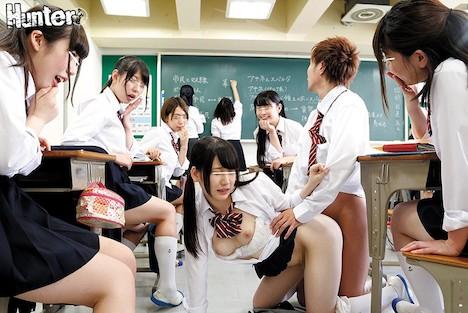 現在授業中!先生にバレたら即退学!?ヤリマン女子たちのエロ過ぎ悪ノリチキンレース!!転校先の学校に男はボク1人!ブラチラ&パンチラが視界に飛び込んでくる最高の学園生活!と思ったら…授業中なのにみんながボクを誘惑!?まさかのクラス女子はヤリマンばかり!