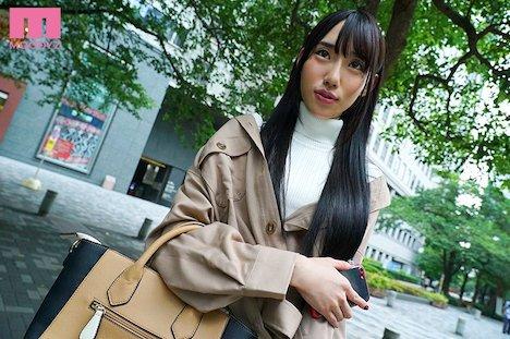 【新作】W51cm 極美タトゥーBODYを持つアジアン美痴女AVデビュー 水森翠 3
