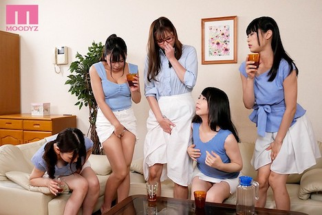 潮吹き5人姉妹 両親が不在の間に汁まみれで痴女られまくったボク…
