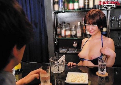 ガールズバーに行ったら、店員さんがセクシーな水着姿で超ラッキー!それだけでもテンションMAXなのに、巨乳からまさかの乳首ポロリで当然… 深田結梨