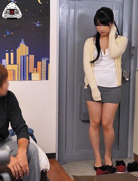 同じアパートに住む若妻を部屋に連れ込み口説き落としてハメる。初めは拒否していた若妻がイケメンの口説きでいとも簡単に堕ちていく…。そして翌日… みひな