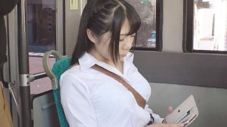 路線バスで僕の視界に入った無意識に「オッパイ強調」になってる無防備なパイスラ女の子があまりにも可愛くて… 久我かのん