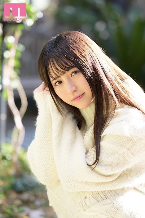 18歳の新人AV女優・小野六花 1-2