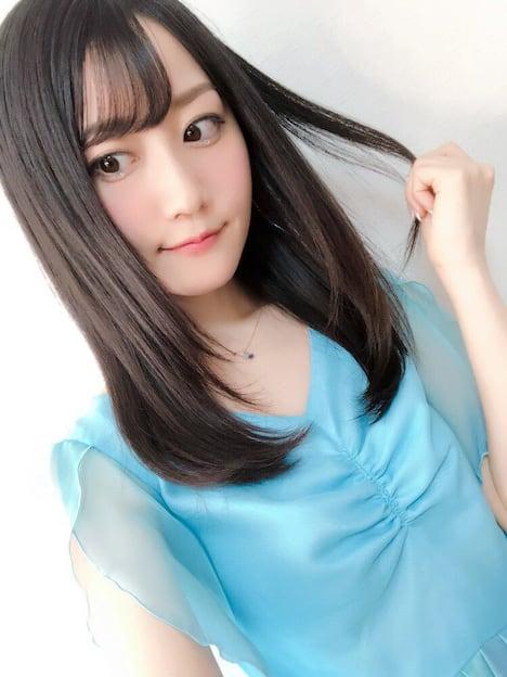 18歳の新人AV女優・小野六花 8
