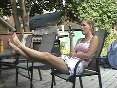 センズリさせ足にぶっかけさせる為だけに男を呼び寄せる女