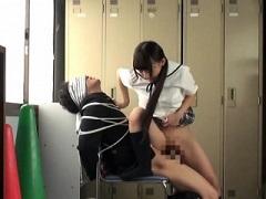 男を椅子に完全拘束して激しく犯すJK