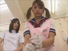 職業体験で患者の陰部洗浄を嫌々やらされるJK
