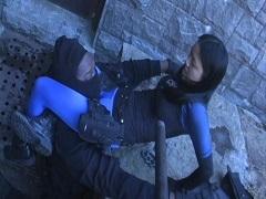 中国女兵士が米国兵士をボコボコにしている件