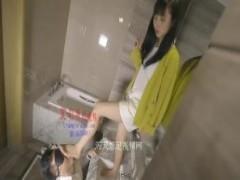 中国美女による足奴隷調教がモロツボ!