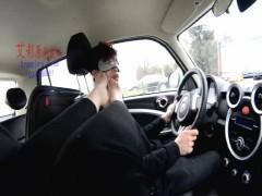車内で足奴隷調教する中国美女