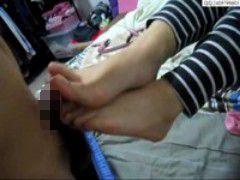 器用に足指でペニスを扱く子が何気に凄い件