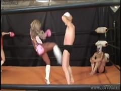 格闘女子2人組のサンドバッグになった練習生の末路