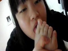 幼い子の自分の足指フェラが想像以上にエロくて抜ける件