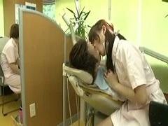 唾フェチ女にとって歯科助手は天職だよな・・・