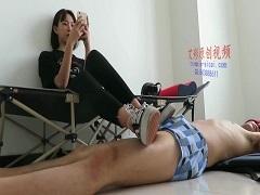 アスリート系美女がトレーニング後にかったるそうに靴コキしている件
