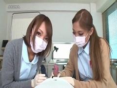 包茎患者の早漏改善処方をするナース2人組