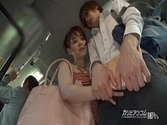 バス内で若い男の性を弄ぶ小悪魔な子