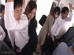 電車内で互いに痴女って手コキテクを競い合うOL2人
