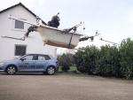 【ドイツ】ユーチューバーがバスタブを魔改造して人間が乗れるドローンを作り上げる
