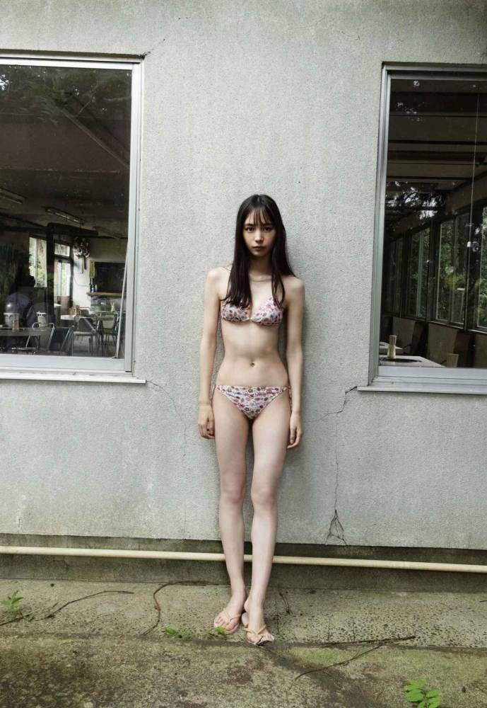 井桁弘恵44