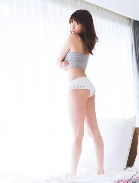 吉田朱里9