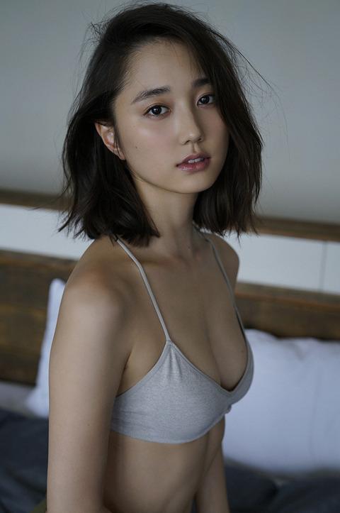 鈴木友菜25