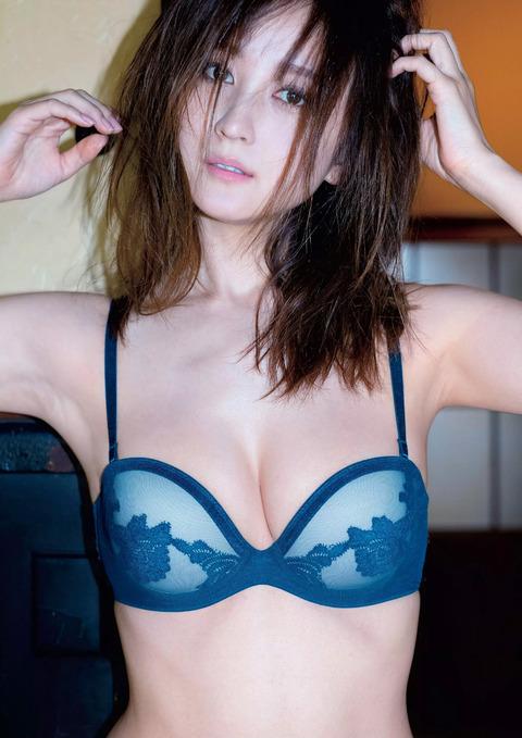 小松彩夏9