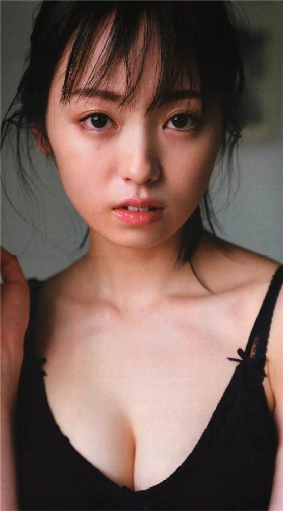 yui_124-555x1000.jpg
