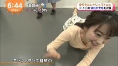三上真奈アナ胸チラ画像5