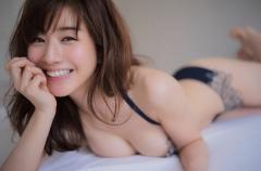 田中みな実アナ腕ブラヌード画像8