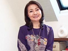 西崎史乃 美魔女級の六十路人妻がエロボディを携えて初撮りSEX!