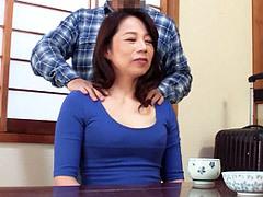 二ノ宮慶子 女房が入院して家事を手伝いに来た巨乳義母にエロマッサージを施す婿!
