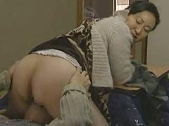 高根綾 ヘンリー塚本。ぽっちゃり巨尻妻が20年も夜の営みを続ける好きモノ熟年夫婦!