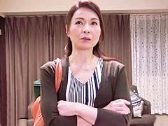 麻生千春 47歳の四十路スレンダーおばさんが寸止めセックスに欲求不満が爆発!