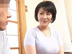 円城ひとみ 四十路の巨乳母にせがまれて中出しセックスする母と息子の背徳行為!