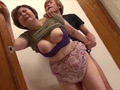 小原たか子 婿が豊満巨乳を持つ嫁の母(義母)の悶える姿を目撃。欲情して中出しを迫る!