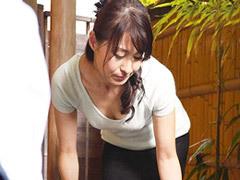 北川礼子 スレンダーで美しい四十路の友母が息子の悪友に寝取られる!